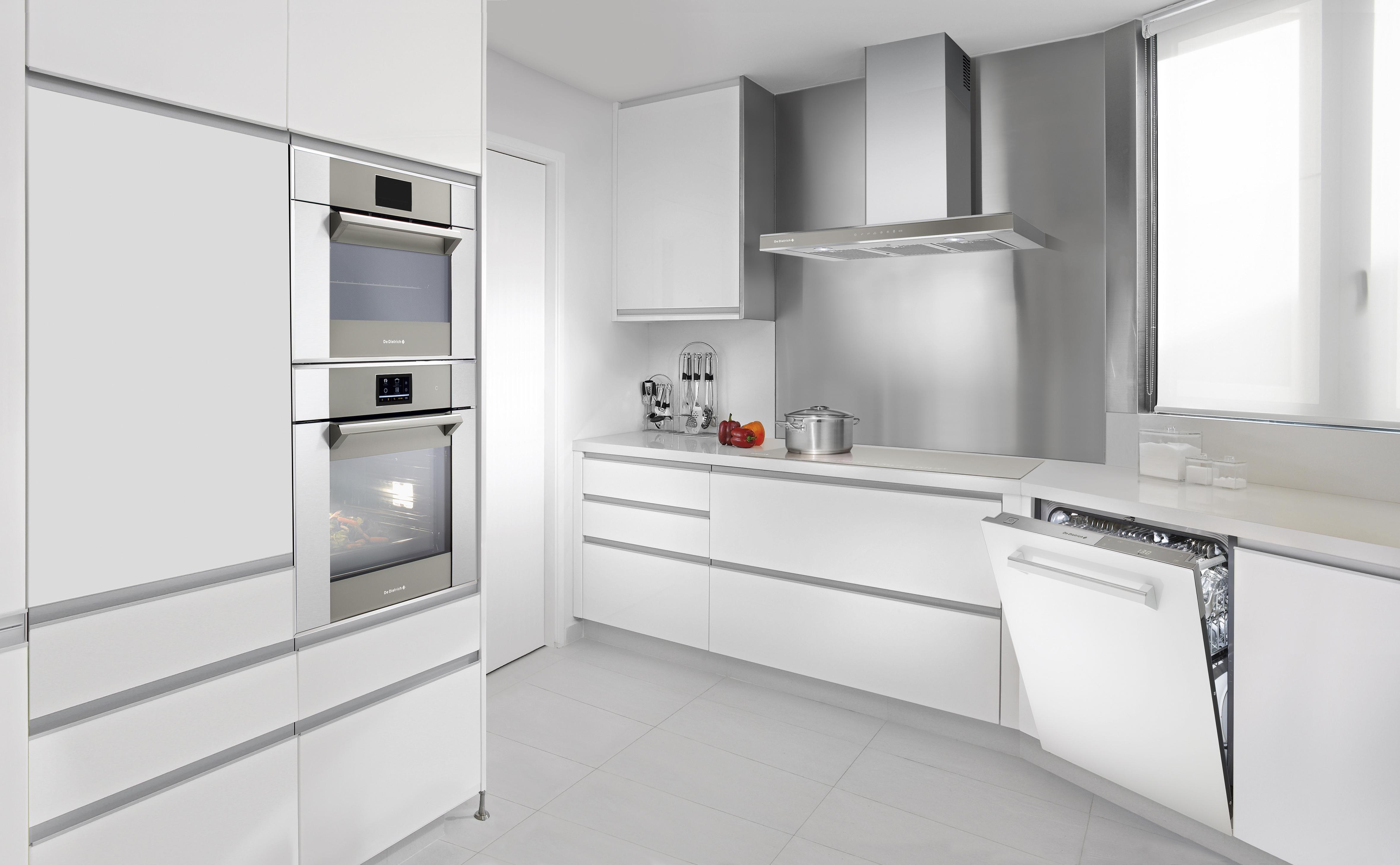 Sig goddag til fremtidens ovn, der selv finder opskriften og tilbereder retten perfekt