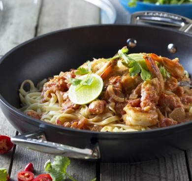 Alsidig højkvalitets non-stick wok: God til chili-tomatsovs med rejer og frisk pasta