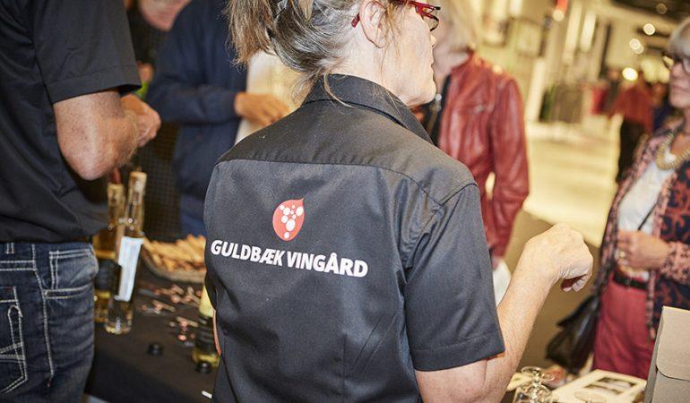 Lokal vingård og poppet jazz sætter stemningen i Friis Shoppingcenter